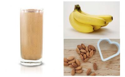 Smoothie cu banana, seminte de in, migdale si mere