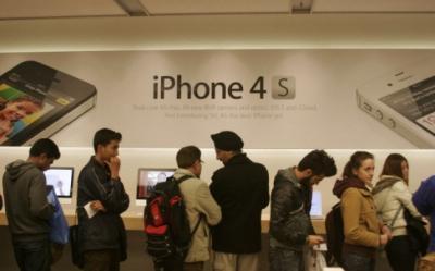 iPhone 4S s-a lansat in Romania. Cat costa si unde se gaseste?