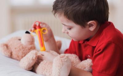 Iti vaccinezi copilul? Iata lista cu vaccinurile ''obligatorii'' si optionale