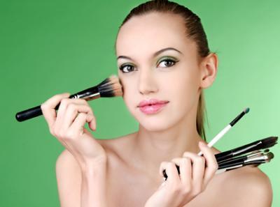 Produsele cosmetice folosite in exces ne afecteaza sanatatea
