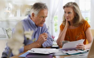 Parintii si bunicii isi vor primi banii inapoi. Guvernul sa aloce bani din fondul de rezerva pentru restituirea sumelor retinute eronat de la pensionari