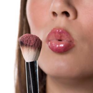 Fereste-te sa testezi cosmetice in magazine! Te vei umple de microbi