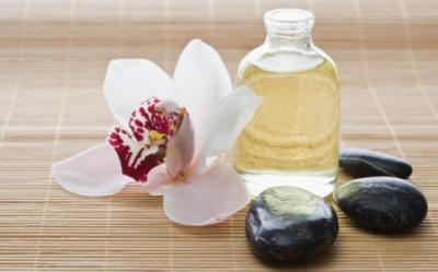 Beneficiile uleiului de macadamia, ideal pentru ingrijirea zilnica a pielii si parului
