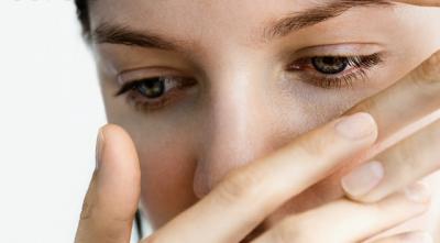Ai ochii umflati? Bea ceaiuri pentru detoxifierea ficatului si foloseste zilnic o crema de ochi