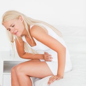 5 remedii naturiste pentru durerile menstruale