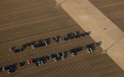 INS: Scadere cu 42,2% a inmatricularilor noi de vehicule rutiere pentru transportul pasagerilor, in 2011
