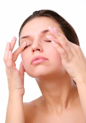 Remedii naturiste pentru cearcane si ochi obositi