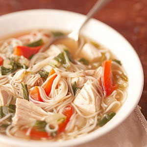 Supa de pui cu taitei si condimente
