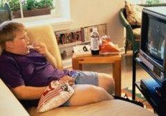 Riscurile asumate de parintii care isi lasa copiii sa petreaca mult timp la TV