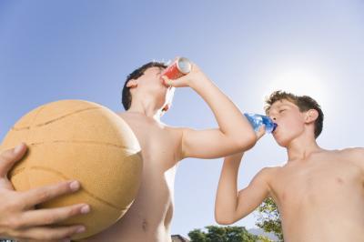 Bauturile energizante contin o concentratie de cofeina toxica pentru copii