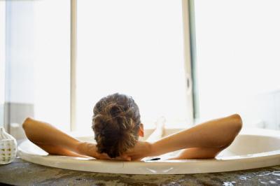 Bai racoritoare, remedii naturale pentru pielea arsa de soare