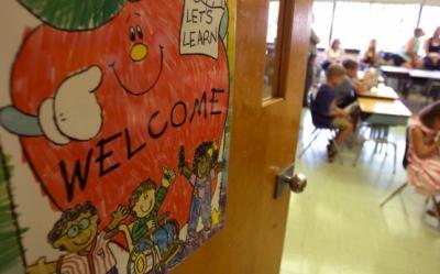 Povestea copiilor care invata 14 ore pe zi