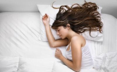 Trucuri rapide de frumusete, de aplicat inainte de culcare