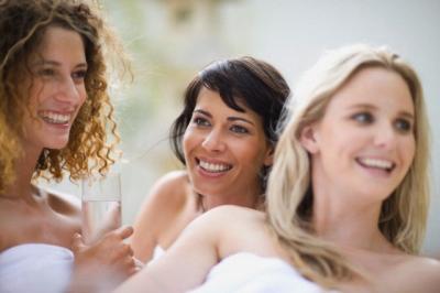 Prietenii te ajuta sa scapi de stres. O viata sociala activa ajuta la evitarea stresului cotidian