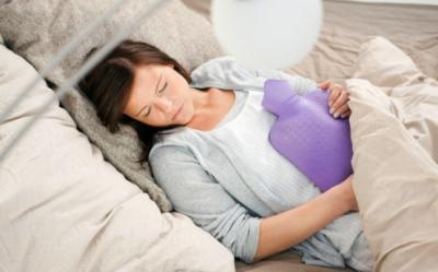 10 trucuri ca sa scapi de durerile menstruale
