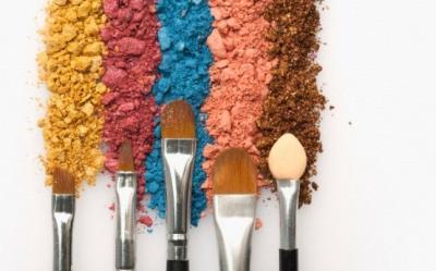 Farduri in culori indraznete in functie de culoarea ochilor