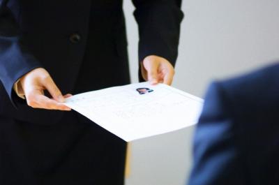 Firmele vor plati contributii sociale integral pentru salariatii cu drept de autor si carte de munca