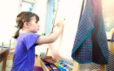 Copiii diagnosticati cu autism si-au expus desenele in cadrul unei expozitii speciale