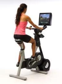 Mersul pe bicicleta in sala de fitness