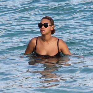 Mamele sexi conduc lumea: Beyonce arata mai bine ca niciodata