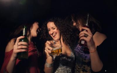 Daca vrei sa bei, bea. S-a inventat pastila care elimina efectele nefaste ale alcoolului