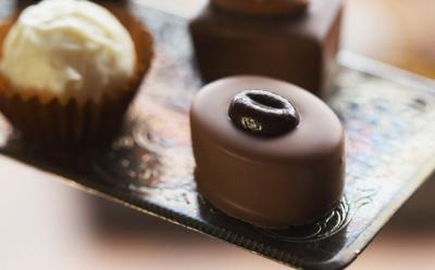 Ciocolata e buna pentru o inima sanatoasa, dar nu in exces