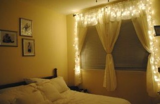 Decoreaza dormitorul cu ghirlande luminate