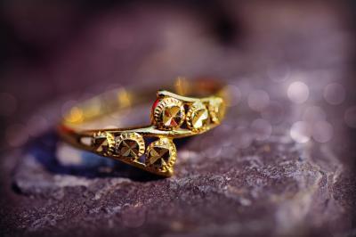 4 motive pentru care merita sa iti cumperi bijuterii de la amanet