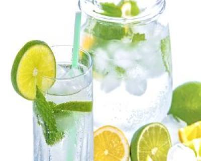 De ce sa bei in fiecare dimineata apa cu lamaie