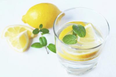 Apa cu lamaie - Top 10 beneficii pentru sanatate