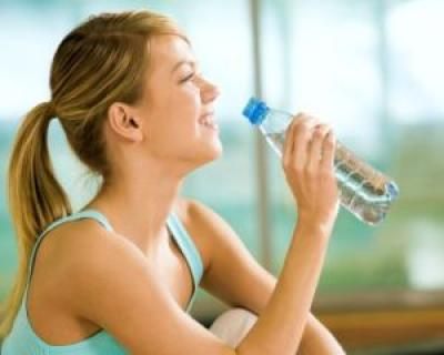 5 motive pentru a bea mai multa apa