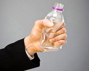 Bei apa din sticle de plastic? Stiai ca te poti imbolnavi?
