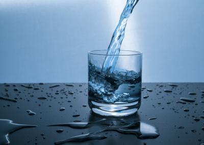 Apa filtrata vs apa de la robinet: Beneficii si costuri