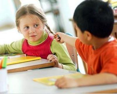 Copilul sufera de autism? Iata 10 semne prevestitoare