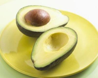 Avocado, fructul-minune din care ne putem lua toate vitaminele