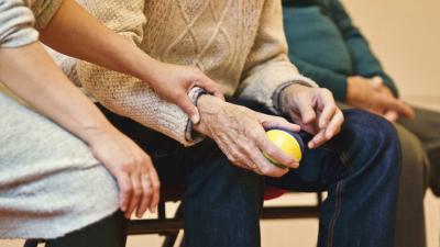 5 lucruri pe care membrii familiei unui bolnav cu Parkinson trebuie sa le stie