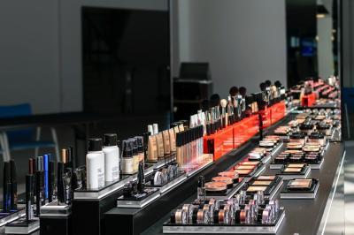 Cum faci sa nu dai multi bani pe produsele cosmetice