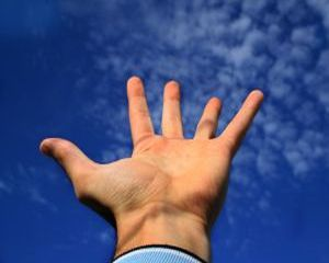Dr. Oz: Afla care sunt bolile de care suferi citind in palma