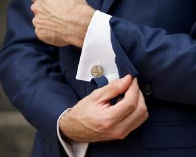 Ghidul Butonilor de Camasa: 5 tipuri de butoni pentru barbatul elegant
