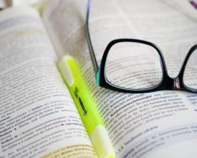 Ministerul Educatiei vrea sa le deconteze liceenilor cheltuielile cu manualele scolare