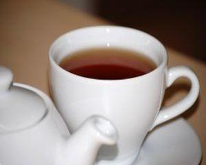 Ceaiul din frunze de nuc stopeaza caderea parului