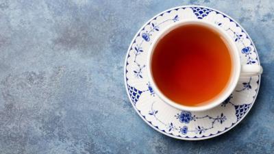 Studiu: Cei care beau des ceai scapa de problemele cu inima
