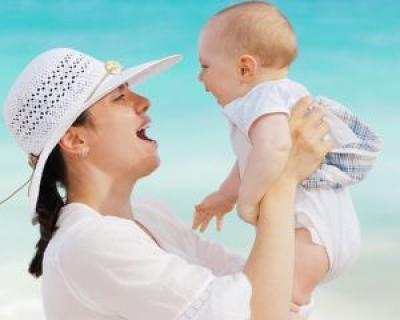 Peste o mie de femei vor beneficia gratuit de cursuri pentru ingrijirea copilului