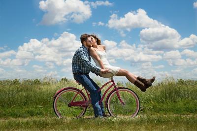 Noua lucruri pe care cuplurile fericite le fac dupa munca