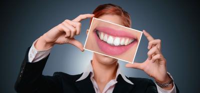 Top 4 remedii naturale de albire a dintilor