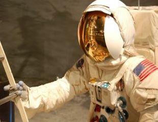 De ce au astronautii zambetul perfect?
