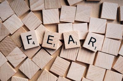 Cum poti scapa de teama de esec