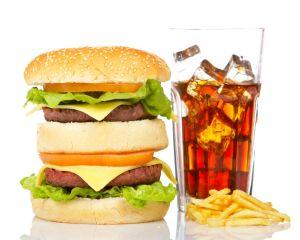 Trucuri folosite de restaurantele fast-food pentru a ne face sa mancam mai mult