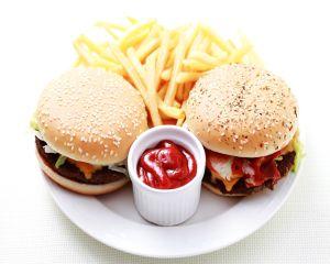 Mananci des la fast-food? Stii ce contin nuggets-urile de pui?