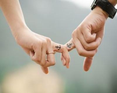 Psiholog: 'Frica ne impiedica sa iubim. Opusul iubirii nu e ura, ci frica'